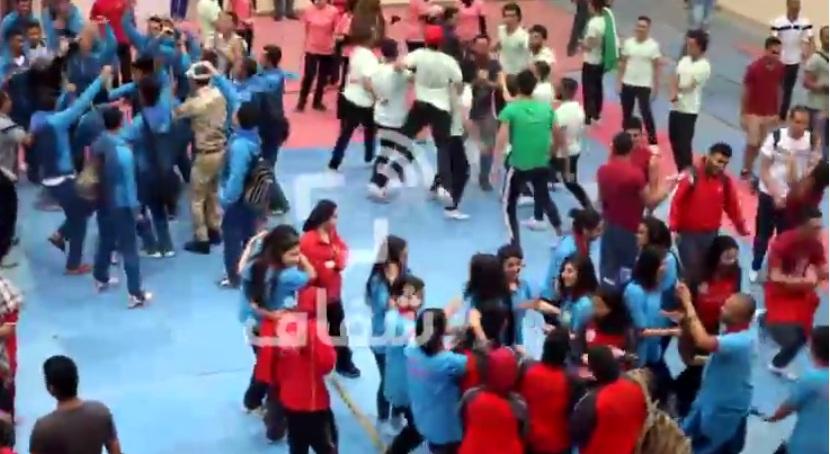 """المشاركون في اللقاء الرياضي يرقصون على الـ """"المهرجانات"""""""