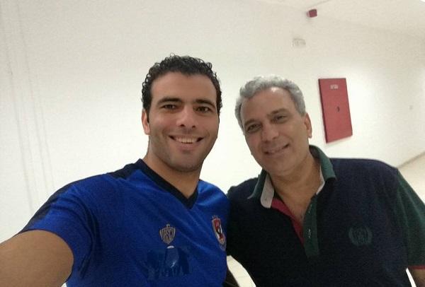 رئيس جامعة القاهرة مع لاعب النادي الأهلي عماد متعب