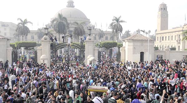 مظاهرات أمام جامعة القاهرة ديسمبر 2013