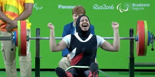 الرباعة المصرية رحاب أحمد لحظة خطفها للميدالية الفضية بالبارالمبياد