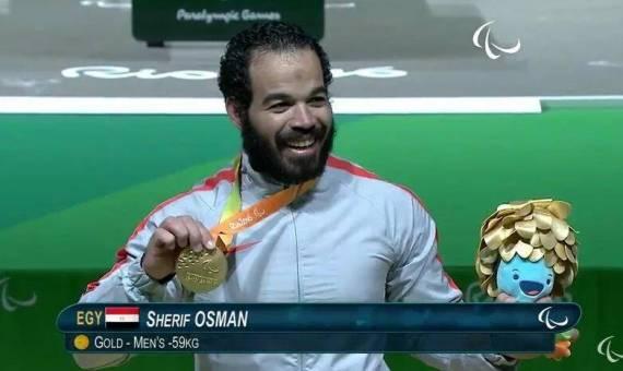 شريف عثمان عند تتويجه بالذهبية بالبرازيل