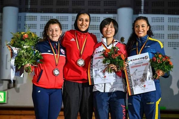 جيانا فاروق الفائزة بالمركز الأول في الدوري العاليم للكاراتيه