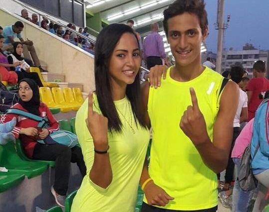 لاعبة ألعاب القوى بسنت محمد مع شقيقها باسم